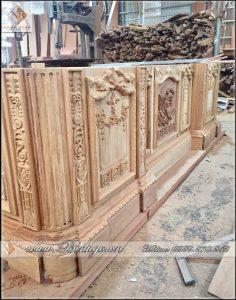 Phần thân và dưới của Bàn Obama phiên bản đủ. cho sản phẩm làm bằng gỗ gõ. Quy cách sản phẩm này cũng rất đặc biệt, khác hẳn với phiên bản bình thường, Về độ dày ván, họa tiết đục, kết cấu của sản phẩm vv...