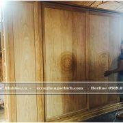 Tủ cảo cánh trượt Tân Cổ Điển bằng gỗ Gõ khi thi công tại xưởng mộc Bình Gỗ - địa chỉ Hương Mạc - Từ Sơn - Bắc Ninh ( Khu làng nghề Đồ Gỗ Đồng Kỵ )