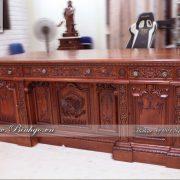 Bàn làm việc Obama bằng gỗ Cẩm rất đẳng cấp bởi giá trị Design của sản phẩm và chất liệu gỗ quý hiếm