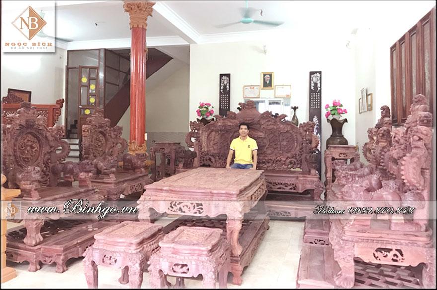 Bộ Rồng Đỉnh Gỗ Cẩm Lai 22 món. Được chạm khắc vô cùng tinh xảo bằng tay của các nghệ nhân làng nghề.