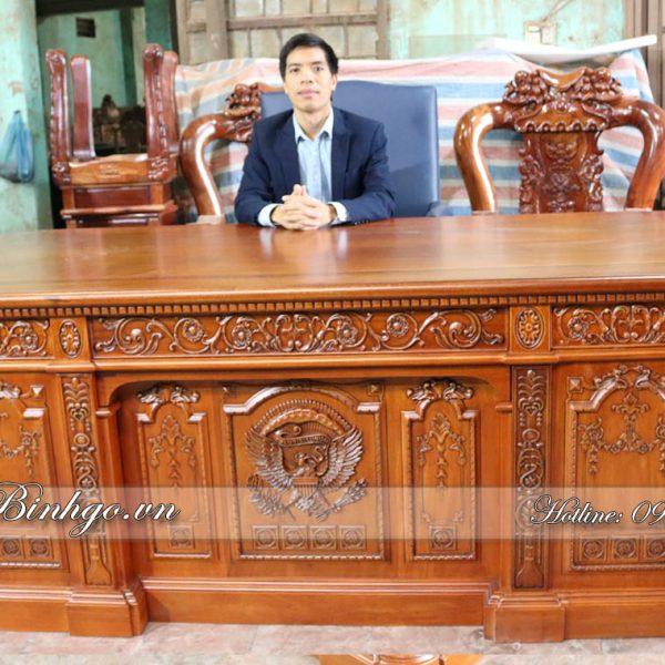 Bàn làm việc Obama Gỗ Gõ Đỏ được Bình Gỗ - thiết kế lại theo tỷ lệ phụ hợp với người Việt, rất tiện dụng và đẳng cấp.
