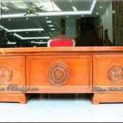 Sản phẩm Bàn làm việc Hiện Đại gỗ Tự nhiên đã hoàn thiện, được trưng bày tại showroom Đồ Gỗ Ngọc Bích