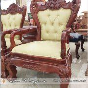 Ghế lãnh đạo gỗ tự nhiên. Được thiết kế theo phong cách cổ điển với chất liệu gỗ Gõ Đỏ hoặc gỗ Hương. Kết hợp bộc Da