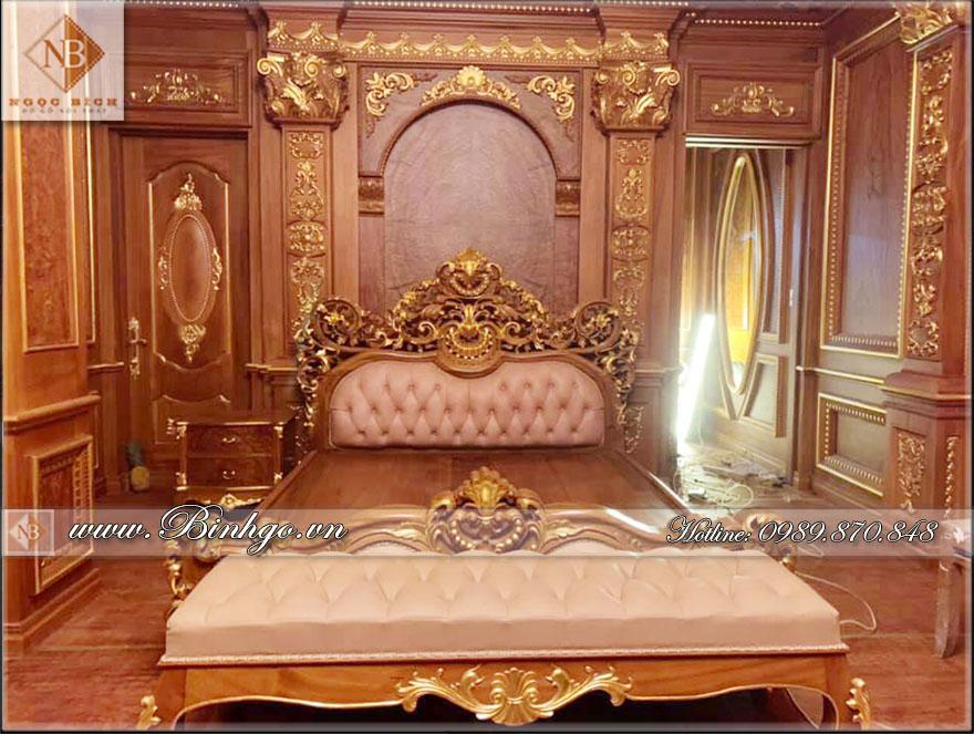Giường ngủ tân cổ điển gỗ Gõ Đỏ - Mẫu Louis được đục bằng tay 100%. Hoàn thiện sơn PU cao cấp và Dát Vàng 18K cho biệt thự vip tại Khu Đô Thị Vimhomes - Hà Nội