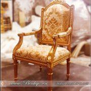 Ghế làm việc được thiết kế mô phỏng theo Style của ghế làm việc của tổng thống Putin. Ghế được làm bằng chất liệu Gỗ Gõ Đỏ cao cấp, sơn Pu dát Vàng 18k tạo điểm nhấn ở các họa tiết trang trí. Các họa tiết được đục tay 100% bởi các nghệ nhân làng nghề Đồ Gỗ Đồng Kỵ