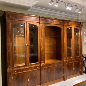 Tủ tài liệu được thiết kế cho phòng làm việc của Giám Đốc hay phòng làm việc của lãnh đạo. Trong không gian phòng làm việc theo phong cách tân cổ điển