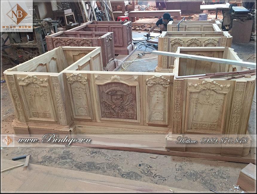 hình ảnh tại phân xưởng số 1 của Ngọc Bích - các sản phẩm sản xuất tại xường sản xuất bàn làm việc gỗ tự nhiên theo chuẩn phương pháp truyền thống