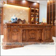 Sản phẩm bàn làm việc mẫu Bàn làm việc Tổng Thống Mỹ, được gắn Logo riêng của Triso Group.
