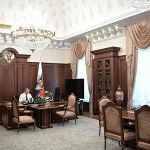 Tổng thống Nga Putin tại phòng làm việc ở tòa nhà Senate, đối diện với Quảng trường Đỏ.