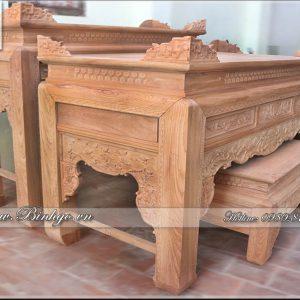 Toàn bộ sản phẩm được làm bằng gỗ Gõ Đỏ, Nếu như bàn thờ bình thường chỉ có 12cm thì chân bàn thờ chính của Bộ Bàn thờ Nhị cấp đục Sen này là: 16cm. Bàn thờ cấp 2 là: 14cm. Với kích thước chân lớn như vậy tạo ra sự đồ sộ và vững chắc của bộ Bàn Thờ Nhị cấp.