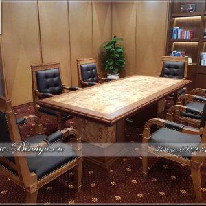 Bàn họp phòng giám đốc được thiết kế theo phong cách hiện đại. Đây là mẫu bàn phù hợp cho nhiều lãnh đạo, giám đốc các doanh nghiệp. Sản phẩm bàn họp hiện đại này có thể kết hợp với nhiều không gian phòng làm việc khác nhau. Kích thước bàn phổ biến là: 240x120x75cm ( 6 ghế ) hoặc 283x120x75cm ( 8 ghế 2 bên ).