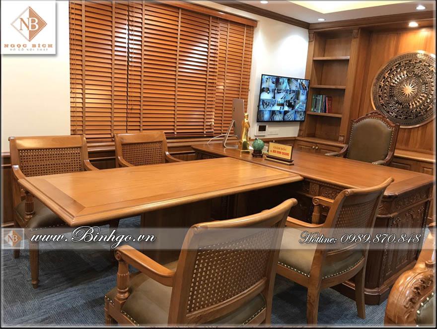 Bàn họp phòng Giám Đốc gỗ Gõ Đỏ hình chữ T. Đây là sản phẩm được CEO Bình Gỗ thiết kế dành riêng cho phong họp có diện tích nhỏ ( ~20m2). Bàn có kích thước 155x89x75cm). Với 4 ghế thành viên. Bộ bàn họp này thường dùng để cho lãnh đạo họp với các cán bộ ( nhân viên cấp cao) của công ty.