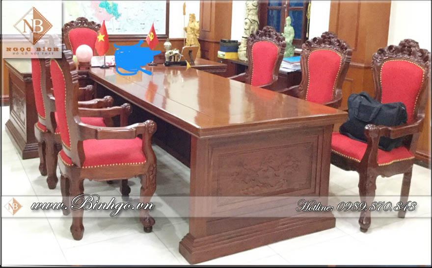Bộ bàn họp phòng lãnh đạ cao cấp. Được thiết kế phong cách cổ điển. Mẫu bàn họp này phù hợp cho các lãnh đạo thuộc đơn vị quân đội hoặc công an, các doanh nghiệp trực thuộc nhà nước.
