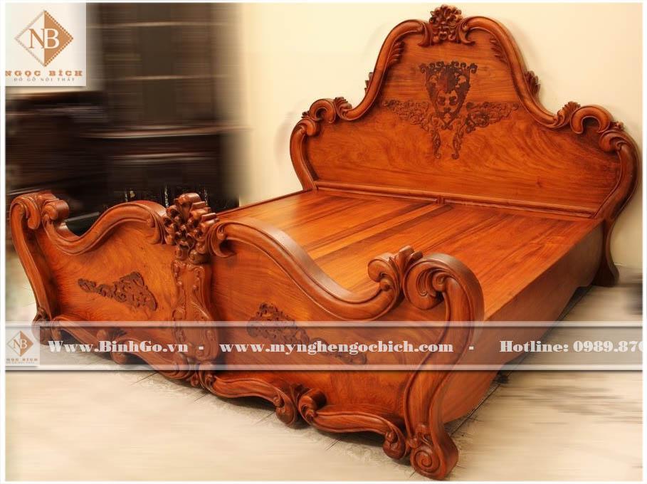 Giường Ngủ Tân Cổ Điển Gỗ Gõ Đỏ - Kích thước: 180x200cm ( kích thước đệm). Được thiết kế theo phong cách tân cổ điển, sản phẩm được làm bằng tay bởi các nghệ nhân làng nghề Đồng Kỵ - Từ Sơn - Bắc Ninh