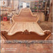 Giường ngủ Tân Cổ Điển được sản xuất tại phân xưởng của Đồ Gỗ Ngọc Bích ( phân xưởng 5). Sản đang được view ở giai đoạn làm mộc phần ngang.