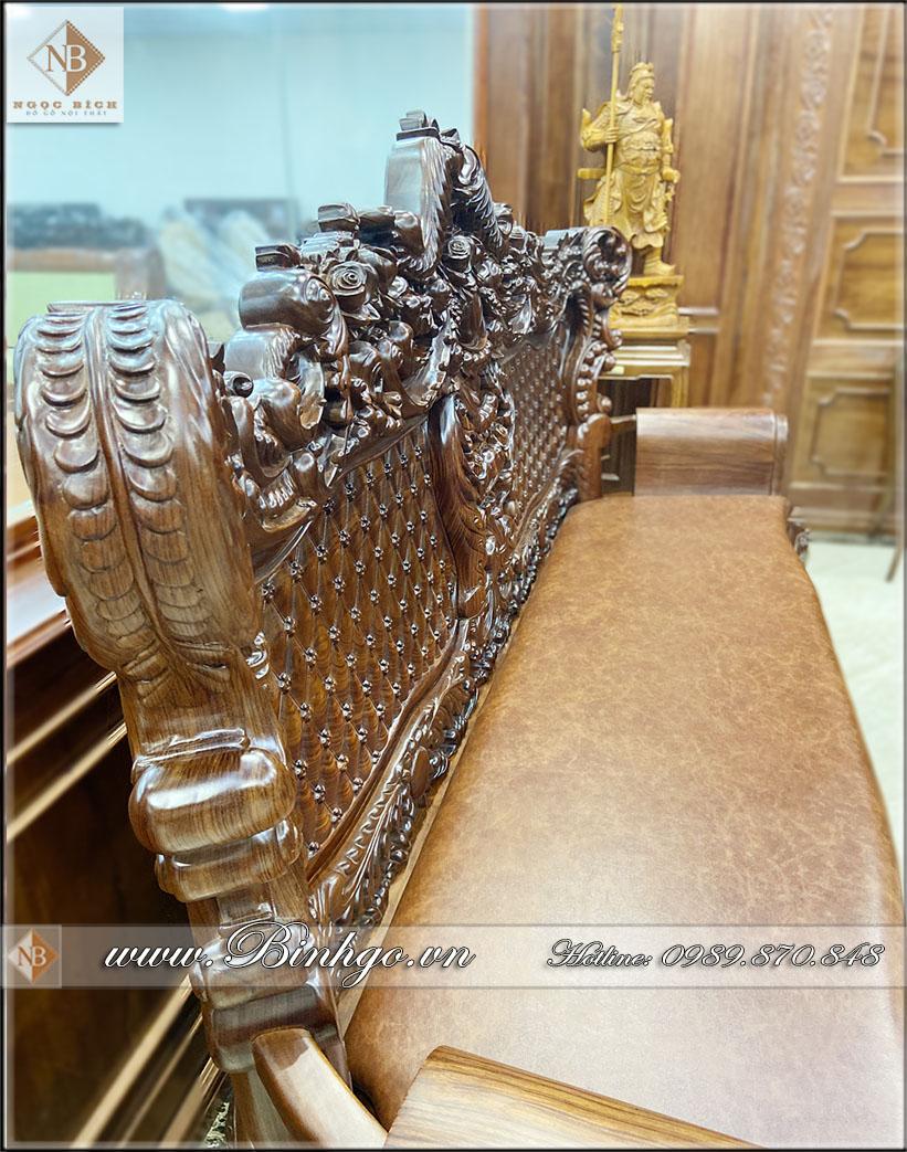 Ghế dài của Bộ Sofa Tân Cổ Điển Gỗ Cẩm được làm 100% bằng gỗ Cẩm Lai nhập khẩu, với độ dày của chương đoản ( ghế dài ) lên tới 10cm. Với đường cong mềm mại tạo cảm giác vừa đồ sộ vừa thanh thoát đậm chất Tân cổ điển của dòng sản phẩm Louis