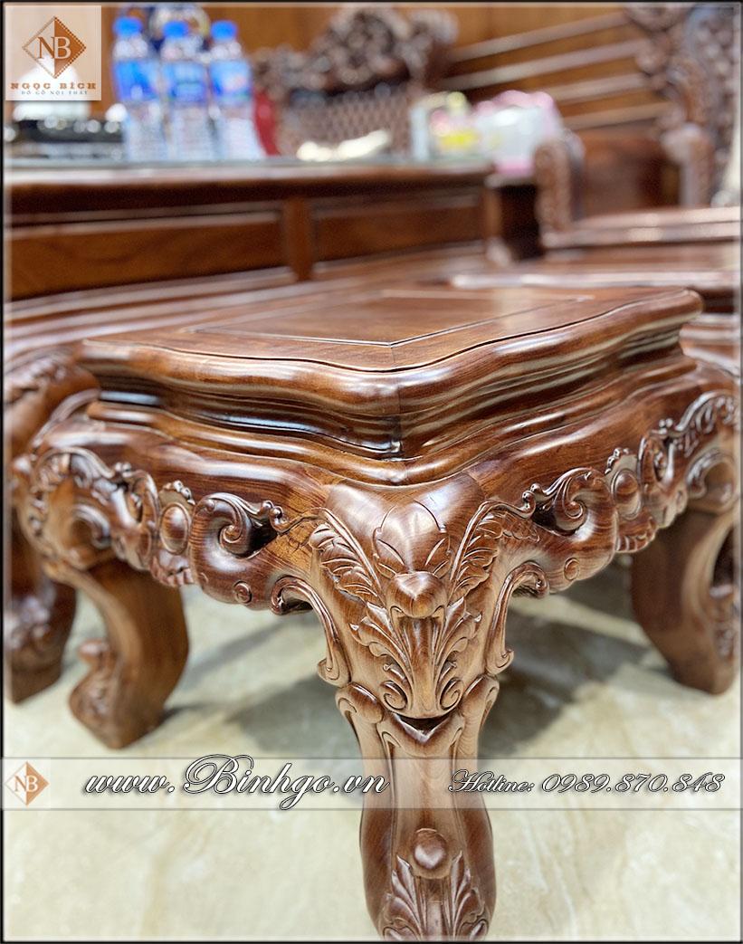 Bộ sản phẩm Sofa Louis 6 gỗ Cẩm Lai nhập khẩu, còn có thêm hai chiếc đôn dùng để ngồi hoặc làm đôn để đồ trang trí. Tùy thuộc vào nhu cầu của gia chủ. việc này rất thuận lợi khi không gian kê đồ nội thất không được rộng và phải kê theo mô hình khác.