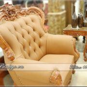 Ghế Sofa đơn trong bộ Sofa Tân Cổ Điển Louis 3. Chiếc ghế được thiết kế ngồi một. Toàn bộ sản phẩm được hoàn thiện tỷ mỷ thủ công bằng tay. Bởi các nghệ nhân của làng nghề đồ gỗ Đồng Kỵ