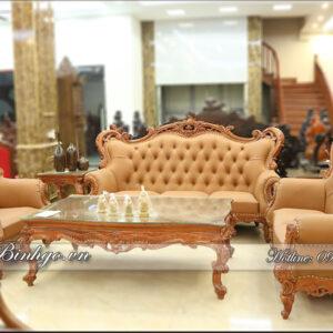 Bộ Sofa Tân Cổ Điển gỗ Hương Đá - Louis 3 đã hoàn thiện được trưng bày tại showroom Đồ Gỗ Ngọc Bích. Bộ sofa Louis 3 gồm: 03 Ghế ( gọi tắt là bộ 123 - Louis -3), 01 Bàn Sofa, 02 Đôn Góc. Toàn Bộ sản phẩm được sản xuất bằng chất liệu Gỗ Hương Đá quý hiếm.