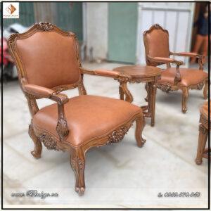 Ghế đơn trong Bộ Ghế phòng làm việc lãnh đạo. Ghế đơn tân cổ điển được thiết kế nhỏ nhắn và phù hợp với phòng làm việc. Các tỷ lệ được các Designer của Ngọc Bích cân chỉnh để phù hợp với người Việt nhất.