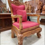 Ghế lãnh đạo gỗ tự nhiên năm 2021 - Mã SP GLD - 2021. Được làm bằng gỗ Gõ Đỏ, bộc nỉ đỏ. Với thiết kế truyền thống, hoa văn hoa lá tây. Ghế đặc biệt phù hợp với các lãnh đạo cao cấp nhà nước và các lãnh đạo doanh nghiệp