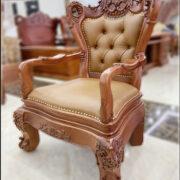 Ghế lãnh đạo gỗ Gõ Đỏ - Mã: G68-2021. Có kích thước: 81x60x128cm. Có thể kê với các loại bàn có kích thước: 197x107x77cm đến 235x107x81cm. Với độ cao đến mặt ngồi của ghế là: 52cm. và dùng cho các bàn làm việc có độ cao từ: 77cm đến 81cm
