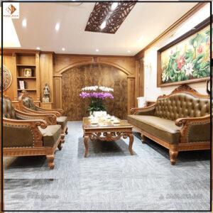 Bộ Bàn ghế Sofa Tân Cổ Điển phòng Giám Đốc. Gồm 2 ghế đơn + 01 ghế Dài + 01 Bàn nước. Chất liệu gỗ Gõ Đỏ, Bộc Da Bò thật 100%.