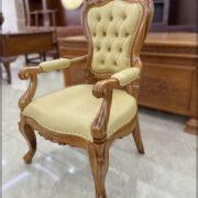 Ghế lãnh đạo gỗ tự nhiên mẫu 2022 được thiết kế đơn giản hóa và tinh giảm các chi tiết phần tựa ghế và chương ghế. Phần chân ghế được tạo hình 3D rất ấn tượng. Toàn bộ chi tiết sản phẩm đều được đục bằng tay 100%