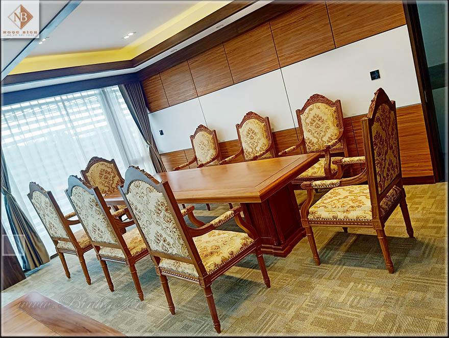 Bộ bàn họp phòng chủ tích. kích thước bàn họp: 280x110x75cm. và 08 ghế họp vip.
