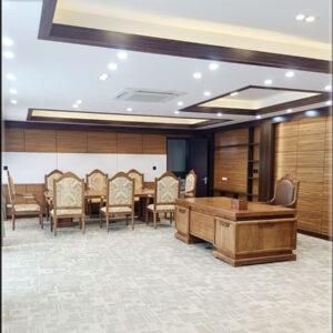 Combo nội thất phòng làm việc của chủ tịch. Được trang bị gồm 01 Bàn làm việc mẫu hiện đại gỗ tự nhiên. 01 bộ bàn họp 8 ghế gỗ Gõ Đỏ.