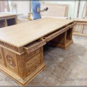 Phía sau của bàn làm việc mẫu TĐ-S68. Sản phẩm đang được hoàn thiện tại xưởng sản xuất bàn làm việc của công ty. Với quy trình sản xuất rất bài bản, chuẩn theo phương pháp truyền thống. Sản phẩm luôn đạt chất lượng cao nhất, phục vụ những khách hàng kỹ tính nhất và vip nhất.