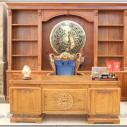 Combo sản phẩm bàn ghế phòng chủ tịch. Gồm Tủ tài liệu kt: 335x260x48cm, Bàn làm việc của chủ tịch kích thước: 217x107x77cm, ghế làm việc của chủ tịch kt: 86x62x133cm