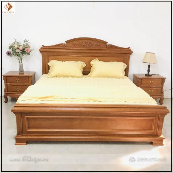 Mẫu giường gỗ gõ đỏ đẹp năm 2022. Được thiết kế theo phong cách lãng mạn của người Italy ( phong cách Ý)Mẫu giường gỗ gõ đỏ đẹp năm 2022. Được thiết kế theo phong cách lãng mạn của người Italy ( phong cách Ý)