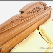 Đầu giường mẫu Italy gỗ Gõ Đỏ, được tạo hình rất mềm mại, các đường cong được nhấn bằng những họa tiết Hoa Lá Tây nhẹ nhàng. Toàn bộ phần đầu giường cho ta cảm nhận về một công trình tượng trưng của lước Ý.