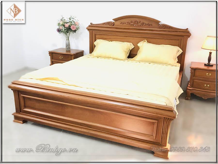 Mẫu giường Italy gỗ gõ Đỏ năm 2022, được sản xuất hoàn toàn theo phương pháp truyền thống của làng nghề Đồng Kỵ. Do đó đảm bản độ bên rất cao.
